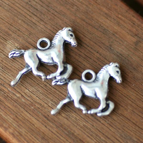 Schmuckanhänger Pferde, 2Stck, ca.1,5cm hoch